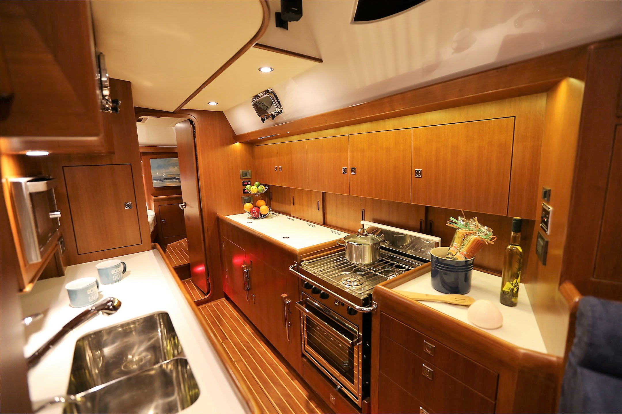 Hylas 48 Galley