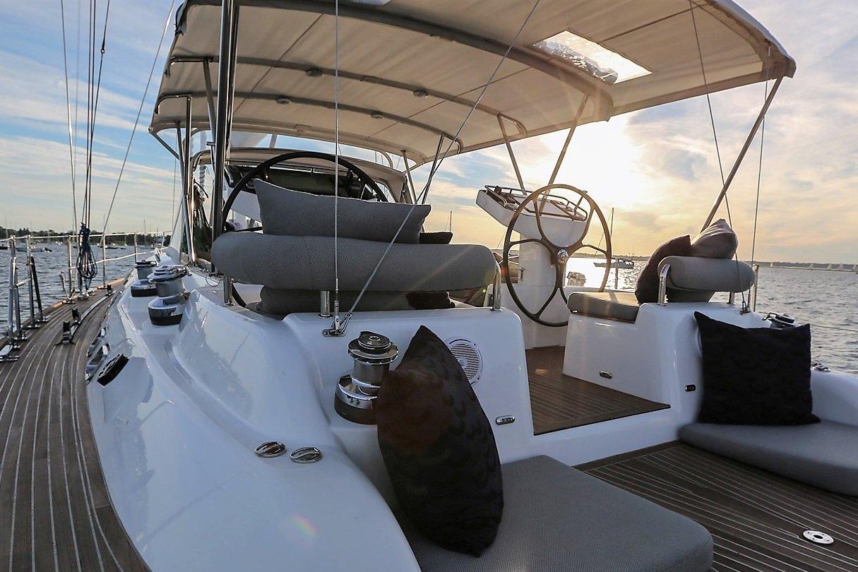 Hylas 63 Cockpit