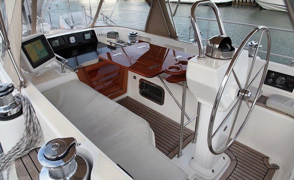 Hylas 46 cockpit