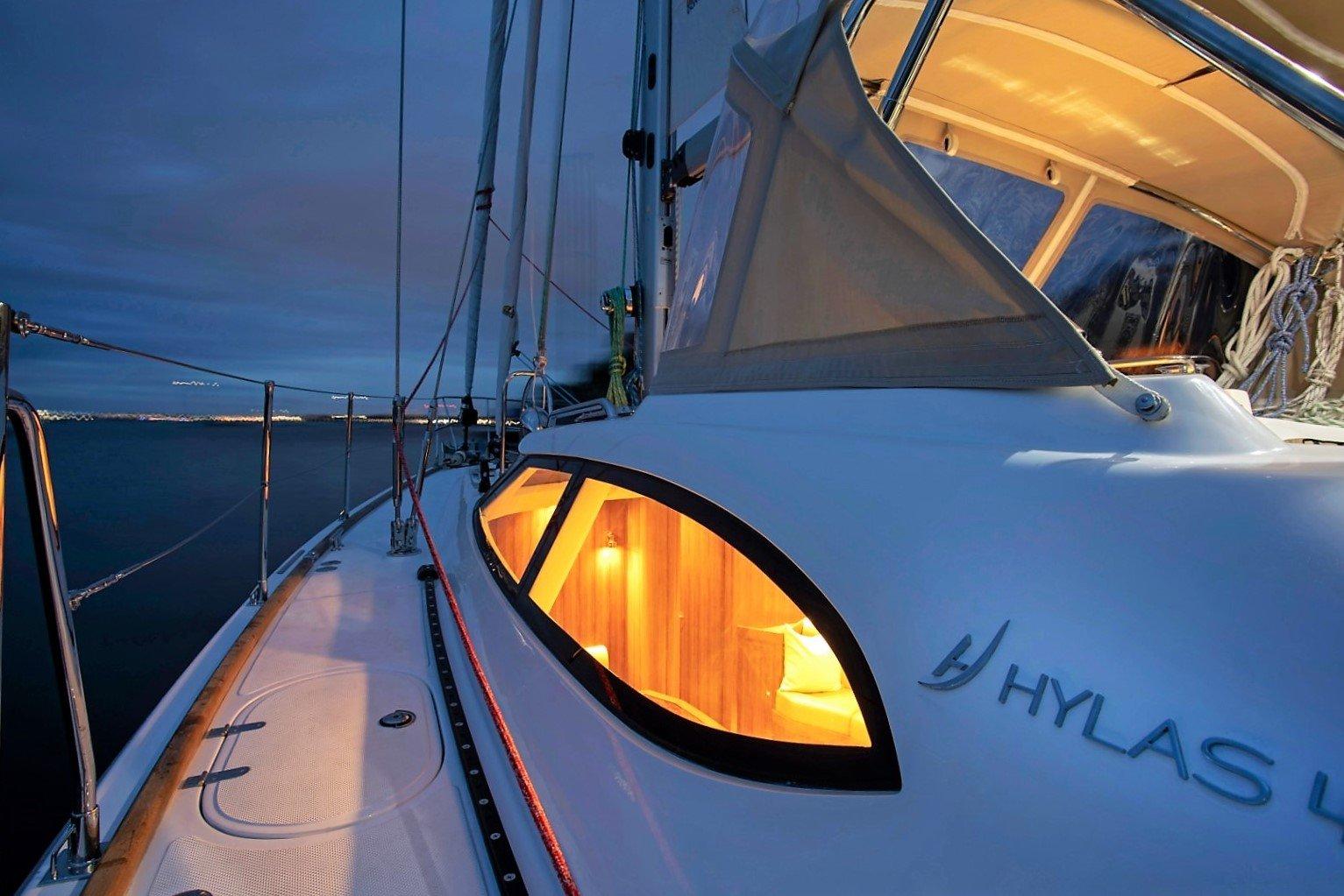 Hylas 48 Side Deck