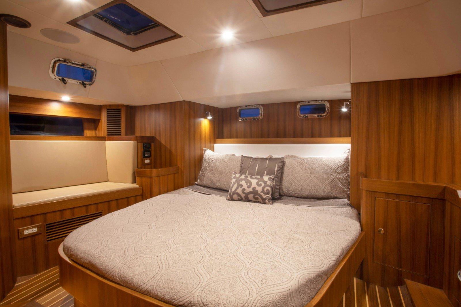 Hylas 48 Master Cabin